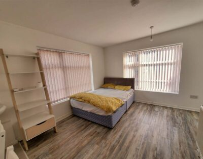 Sch1R4 Single room with shared facilities for Female